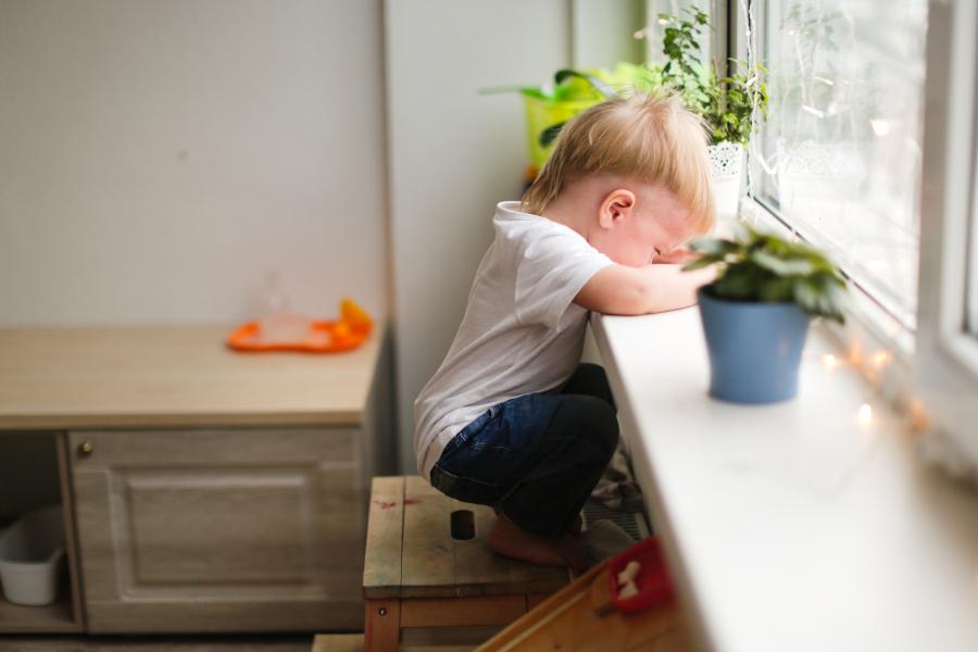 Smutne, zdenerowane dziecko
