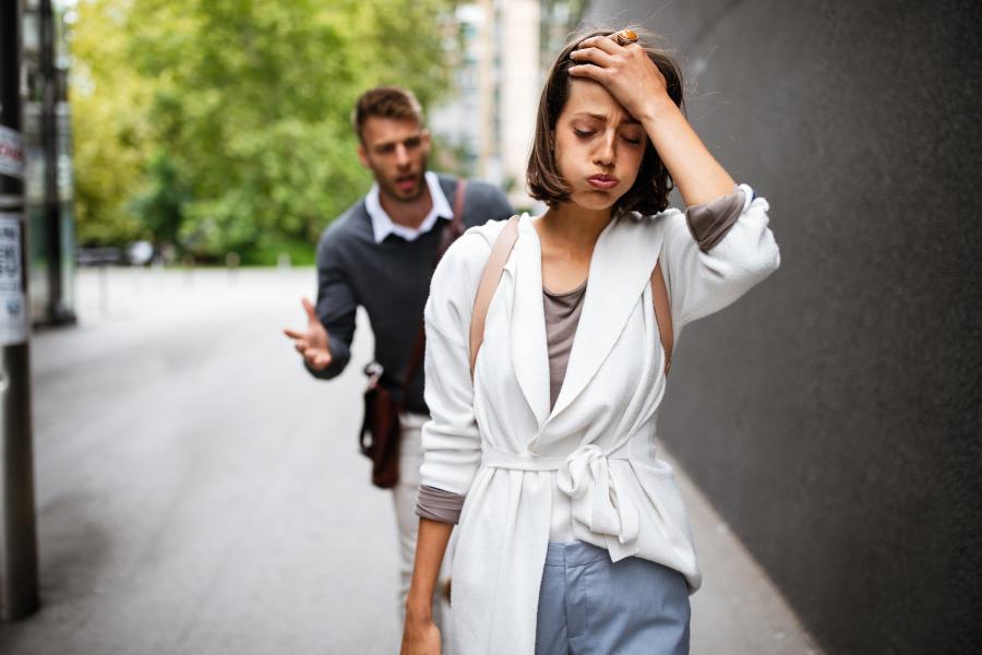 Zmęczona związkiem kobieta